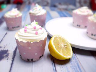 春暖花开~懒人奶油纸杯蛋糕约起来哦~,有没有很漂亮