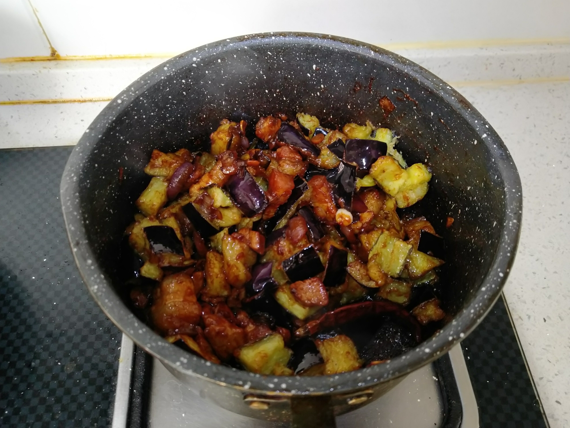 茄丁肉酱面,锅内加入食材一半的热水 大火收汁1分钟即可</p> <p>