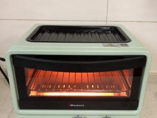 蔬菜三明治,多功能小烤箱预热一下