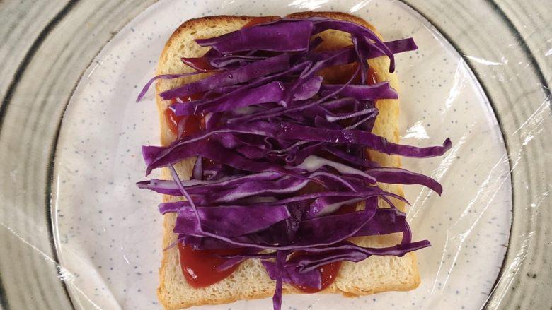 蔬菜三明治,再铺一层紫甘蓝