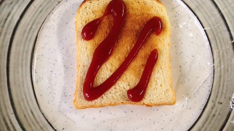 蔬菜三明治,烤盘垫保鲜膜,吐司上先挤一点<a style='color:red;display:inline-block;' href='/shicai/ 699'>番茄酱</a>