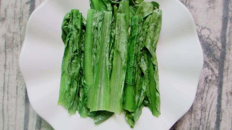 麻酱淋油麦菜,想吃爽脆的抄15秒钟就可出锅,捞出来装盘