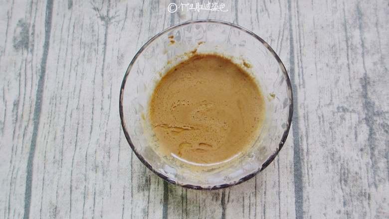 麻酱淋油麦菜,<a style='color:red;display:inline-block;' href='/shicai/ 701'>芝麻酱</a>放到小碗里,加一点温水划散开,加入1勺生抽、一勺白糖、两勺白醋,1勺香油,少许食盐搅拌均匀