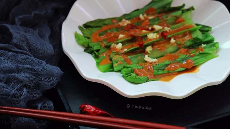 麻酱淋油麦菜,有润肠排毒、消除多余脂肪、降低胆固醇的功效