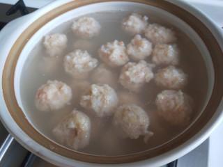 虾滑丸菠菜汤,我的虾丸有点多了,也可以在少点。