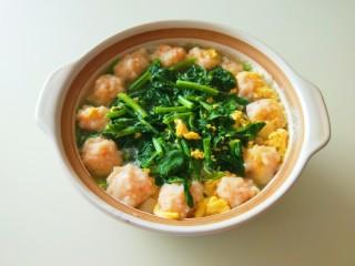 虾滑丸菠菜汤,成品图