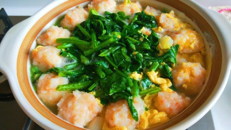 虾滑丸菠菜汤,虾滑菠菜丸做好,是不是看了很想吃呀。