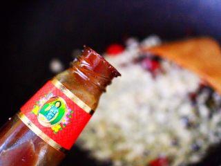 蒜香杏鲍菇青菜炒花肉,加入黄油增加口感。