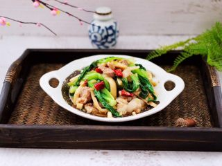 蒜香杏鲍菇青菜炒花肉,成品一
