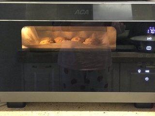 果仁姜饼,烤箱预热170度5分钟,中层烤20分钟左右。