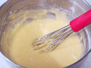 制做简单快捷的下午茶点心【酸奶芒果干麦芬】,混合均匀