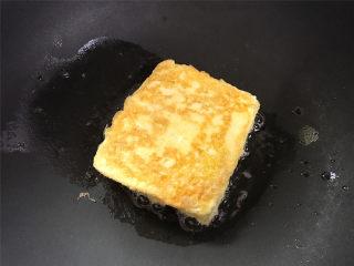 芒果酸奶吐司,小火慢煎至两面都呈金黄色后即可。