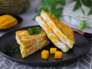 芒果酸奶吐司,直接吃或者一切为二都可以。