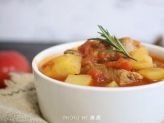 番茄小排土豆汤,盛出