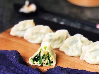 四鲜饺子,掰开一个,满满的馅料。