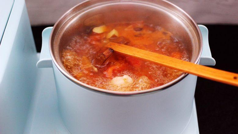 虾滑番茄豆干汤,大火继续滚沸2分钟左右。
