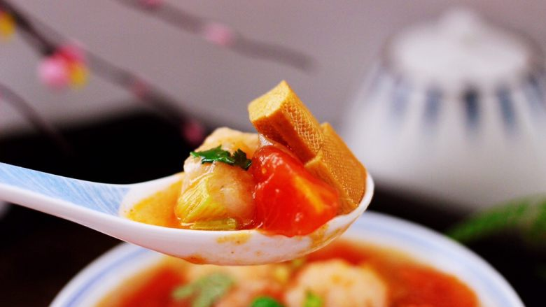 虾滑番茄豆干汤,吃上一口超级满足。