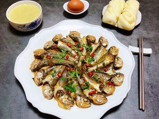 家焖黄花鱼,搭配一碗小米粥、鸡蛋和小花卷就是完美的营养早餐