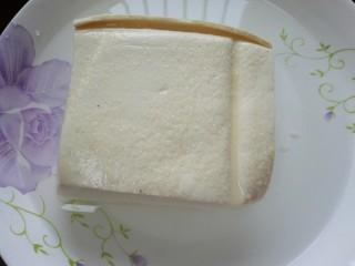 肉末豆腐,豆腐用盐水浸泡十分钟(这样豆腐不易碎)