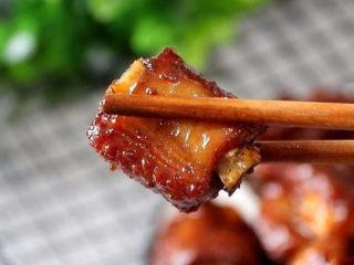 话梅排骨,品尝一口,酸酸甜甜,味道好极啦~~~