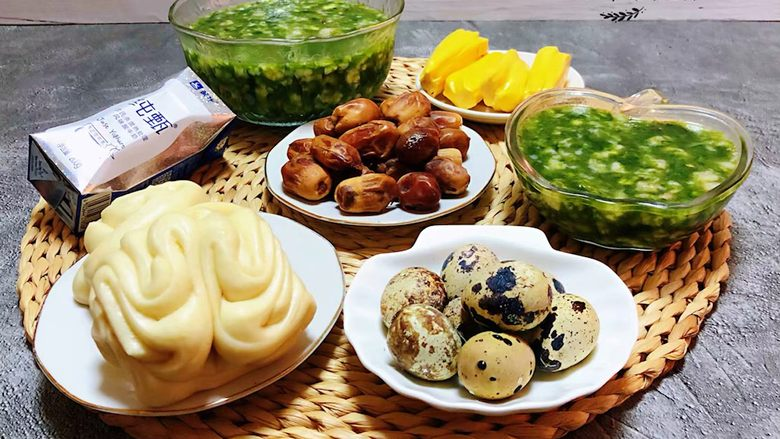 下锅烂疙瘩汤,牛奶、水果和大枣是每天早餐必备的营养美味