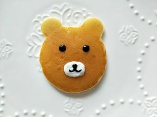 小熊酸奶软饼,最后挤出鼻子的形状。