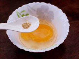 鹅蛋肉末羹,再加入料酒和胡椒粉。