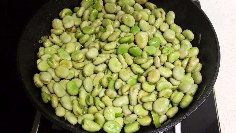 素炒薄荷蚕豆,翻炒1分钟