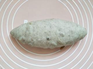 全麦葡萄干核桃面包,收口向下略做整理