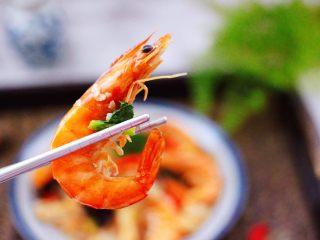 海虾木耳炒白菜,香味馋哭邻居大妈,绝对经典的下饭菜。