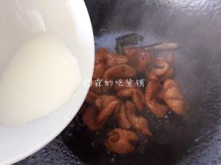上海本帮菜 草头圈子,最后,勾个芡,盛出。