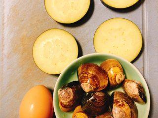 文蛤茄丁鸡蛋饼,文蛤大概8-9个,茄子4块,鸡蛋1个!
