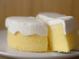 怎么搅拌都不起筋的大米粉戚风蛋糕,没有挤奶油的部分,细腻