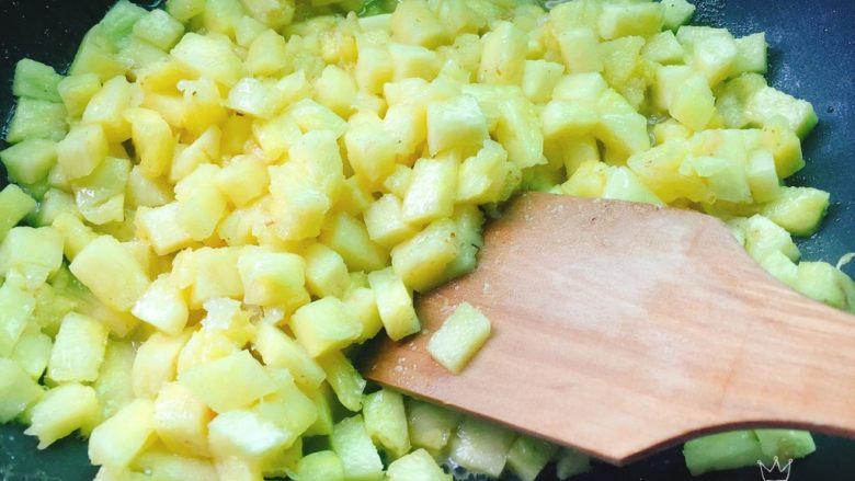 快手菠萝派+春天的味道,再次翻炒,调小火慢慢炒