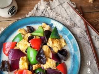 洋葱木耳炒鸡蛋#吃出好身材#,快手家常味道。
