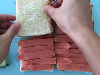 自制三明治,接着放白吐司。