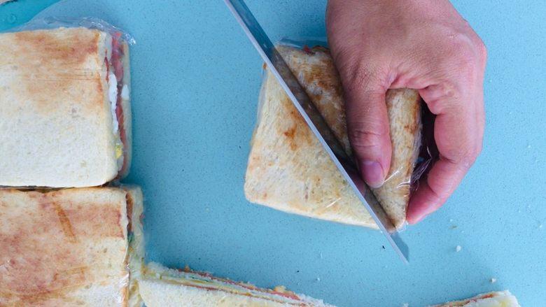 自制三明治,对切即可。