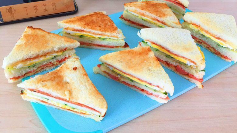 自制三明治,吃不完的装起来,中午继续吃^_^。