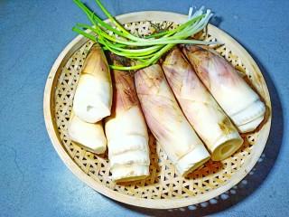 舌尖上的美味【油焖笋】,刚挖的雷笋要趁着新鲜做才美味。