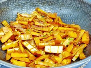 舌尖上的美味【油焖笋】,美食不可辜负。