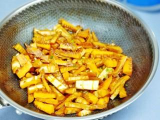 舌尖上的美味【油焖笋】,脆爽鲜嫩!米饭记得多做的哦!