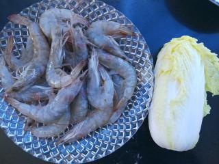 虾滑娃娃菜,准备食材:青虾大约25只,小娃娃菜一颗。鸡蛋一个。