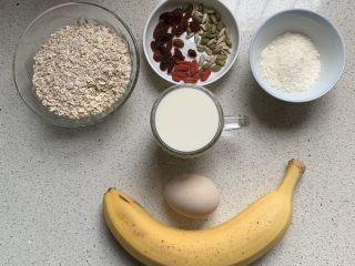 香蕉烤燕麦,准备了点葡萄干、瓜子仁、枸杞不建议放,会烤黑的😂