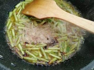 藜蒿烧豆腐,放入盐,生抽,老抽,耗油,胡椒粉