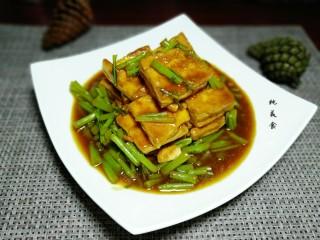 藜蒿烧豆腐,成品图