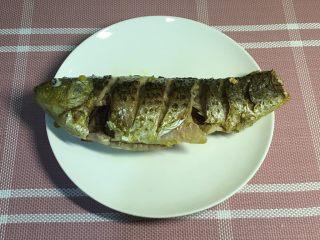 鲫鱼汤,两面煎至金黄
