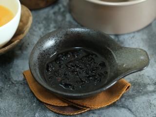 蝶豆花麦芬杯,黑加仑干用甘蔗酒泡四小时+