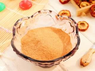 自制山楂粉,不管是做山楂松饼,还是蒸馒头放一些,煮面粥里给宝宝放一点,都是很不错的哦!