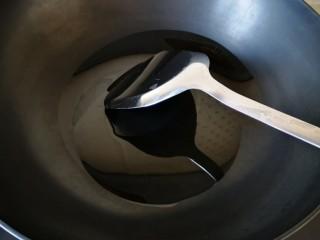 混炒素菜,热锅放油