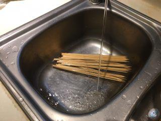泰式沙爹,预先将竹签泡水30分钟至少